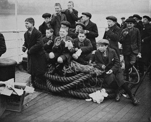 1923-Boys-from-Dr.-Barnad-006